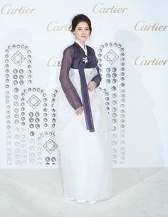 한복 hanbok, Korean traditional clothes. Worn by a S. Korean Actress 이영애 known for her graceful beauty. Love the simplicity of the dress.