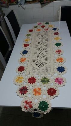 Crochet Table Runner, Crochet Tablecloth, Crochet Doilies, Crochet Lace, Yarn Crafts, Diy And Crafts, Beach Crochet, Crochet World, Crochet Kitchen