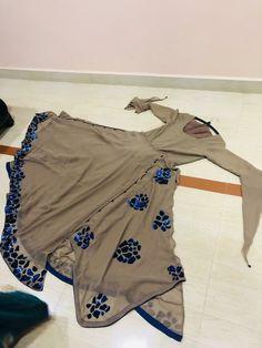 Designer Party Wear Dresses, Kurti Designs Party Wear, Indian Designer Outfits, Stylish Dresses For Girls, Stylish Dress Designs, Girls Dresses, Salwar Neck Designs, Kurta Designs, Girls Frock Design