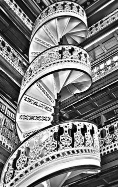 白黒 らせん階段