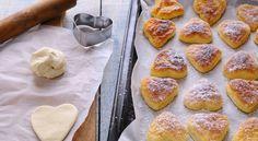 I Cuori di Pasta Sfoglia sono dei dolcetti di piccola pasticceria ideali da servire a San Valentino. Ottimi per colazione, vediamo insieme come prepararli!