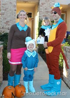 Octonauts Costumes (Dashi, Captain Barnacles, Peso, and Kwazii) Family Halloween Costumes, Cute Costumes, Costume Ideas, Halloween 2015, Costume Box, Halloween Couples, Group Costumes, Cosplay Ideas, Halloween Decorations