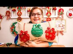 Cojin Navideño*tutorial super Fácil * Chritsmas pillow decoration/diy/Navidad con Luzkita #35 - YouTube Christmas Projects, Youtube, Ideas Para, Amazing Art, Merry, Quilts, Embroidery, Christmas Ornaments, Holiday Decor