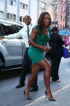 1ded5c87f8c5d 2013 US Open Champion Serena Williams of the United States enters from the  street to her appearace on the