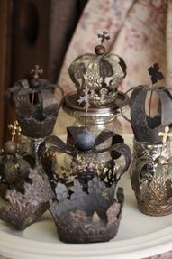 I read a decor mag article once about an apartment, and the owner was a woman who collected these old crowns from catholic church Madonna's. Hadn't ever thought of that before. Wish I had. lol