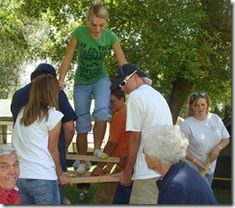 4 team building activities for family gathering