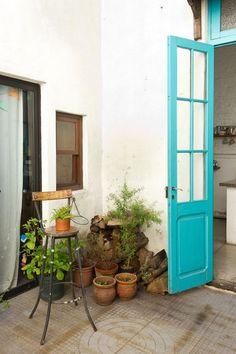 <!--:es-->Florencia y Antonia. Casa grande, reciclada, en Parque Rodó (Montevideo, Uruguay).<!--:-->