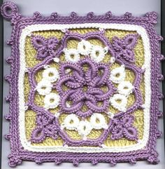 crochet and tatting pot holder. Too beautiful to be a potholder. I don't think I would have the patience to learn tatting.