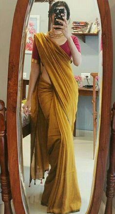 Indian Bridal Outfits, Indian Bridal Fashion, Indian Fashion Dresses, Indian Designer Outfits, Dress Fashion, Kerala Saree Blouse Designs, Cotton Saree Designs, Trendy Sarees, Stylish Sarees