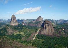 PN Pontões Capixabas ||| Pancas ||| ES ||| Pedra da Gaveta em 1º plano
