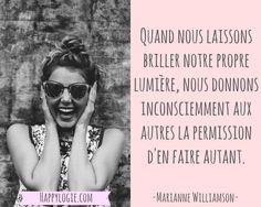 Citation en français - Quand nous laissons briller notre propre lumière, nous donnons inconsciemment aux autres la permission d'en faire autant - Marianne Williamson - Réalisation de soi, épanouissement, retour à l'essentiel, créer sa vie, être acteur de sa vie, être soi-même, rayonner