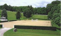 Hedges surrounding an outdoor dressage arena-- reminds me of the Munich Olympics at Nymphenberg Palace. Dream Stables, Dream Barn, Horse Stables, Horse Farms, Extreme Trail, Horse Arena, Pretty Landscapes, Horse Ranch, Farm Barn