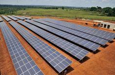 Venergia:  ENERGIAS RENOVABLES. Imagen tomada el 30 de septiembre de 2014, en la ciudad de Cobija, Pando, en el norte de Bolivia, de una planta solar fotovoltaica que producirá 5MW alcanzando a cubrir todo el norte del país. Dinamarca participó en el 55 por ciento de la inversión del proyecto. (AFP / Aizar Raldes)