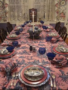 tablescape in pink and blue