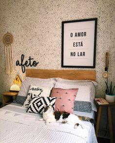 Stylish Home Decor, Diy Home Decor, Romantic Living Room, New Room, Decor Interior Design, Decoration, Bed Pillows, Sweet Home, House Design
