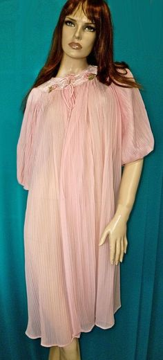 VTG GM-JC PENNY- PINK CRYSTAL PLEATED PINK LACE PEIGNOIR-ROBE-NEGLIGEE-M-MINT #GMJCPENNYBRAND