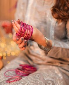 Hand Photography, Photography Poses Women, Portrait Photography, Girls Dp Stylish, Stylish Girl Images, Beautiful Girl Image, Beautiful Hands, Pakistani Fashion Party Wear, Shrug For Dresses