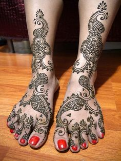 Traditional Leg Mehandi Designs For Indian Brides