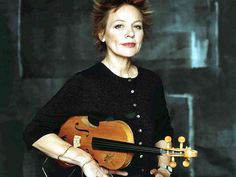 The stunning Laurie Anderson is featured in the article '7 Visionary Women Who Paved The Way For Electronic Music' (link)