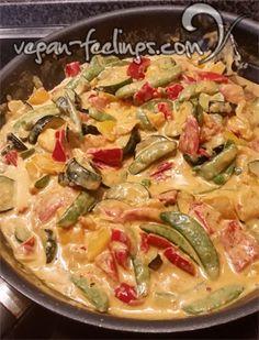Bunte Gemüsepfanne, geht super mit Reis, Vollkornnudeln oder Kartoffeln. Veganes Kochen kann so einfach und schnell sein.