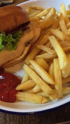 Snap Food, Food Pictures, Hamburger, Cravings, Yummy Food, Couple Cartoon, Healthy Recipes, Fruit, Hijab Fashion