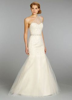 absolutely beautiful!! I love hoe unique the top of this dress is.