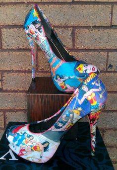 Wonder Woman !I frakin want these shoes!!!!!