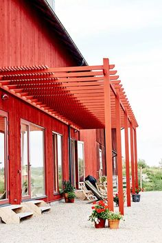 Japanese Pergola Designs Videos - - Pergola With Roof Freestanding - Free Standing Pergola DIY Covered Patios - Diy Pergola, Pergola Shade, Modern Pergola, Pergola Swing, Pergola Ideas, Swedish Farmhouse, Modern Farmhouse, Japanese Pergola, Free Standing Pergola