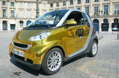 gold Smart- love it ! Smart Fortwo, Smart Car, Sculpture, Art Design, Prestige, Html, Paris, Amazing, Gold