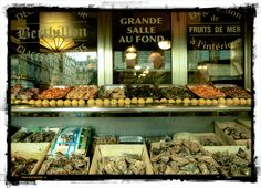 A shop specialising in seafood (poissonnerie), along Rue Lepic, Montmartre.     www.frenchentree.com    Photo by: Karin Riikonen