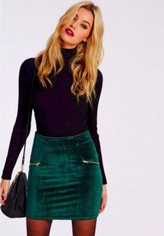 Christmas Outfits 124 newest christmas outfits ideas - what to wear to a holiday party - page 44 e Christmas Party Outfits, Holiday Party Outfit, Holiday Fun, Winter Outfits, Casual Outfits, Petite Fashion Tips, 80s Fashion, Leggings Fashion, Minimalist Fashion