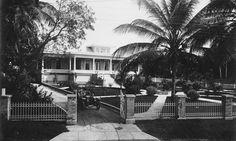 Residencia en Santurce, San Juan, Puerto Rico (1910-1917). Calle del Parque, hoy es hogar del Colegio de Arquitectos. Photo from Puerto Rico Historic Building Drawings Society.