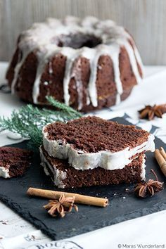 In diesem Kuchen steckt ganz viel Herz - und Weihnachten. Er ist nämlich verfeinert mit Zimt, Muskat und Lebkuchengewürz. #Rezept