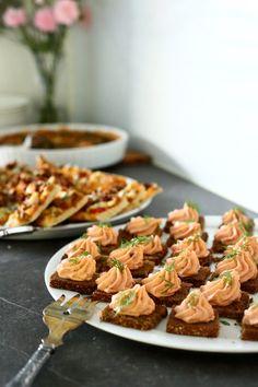 Helppo ja herkullinen lohimousse - Suklaapossu Waffles, Sausage, Meat, Cooking, Breakfast, Food, Cucina, Breakfast Cafe, Sausages