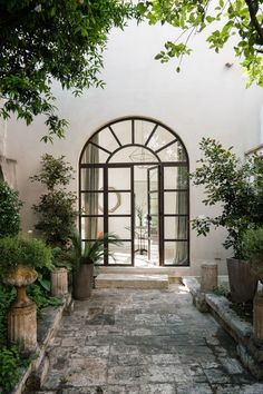 Mediterranean Homes Exterior, Mediterranean House Plans, Mediterranean Architecture, Mediterranean Decor, Exterior Homes, Tuscan Homes, Italian Homes Exterior, Italian Courtyard, Style Villa