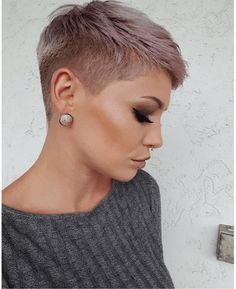 Popular Short Hairstyles 2019 - - Here is a classic compilation of popular short hairstyles Go through them, and you will get one that suits your style and personality. Pixie Haircut Styles, Short Haircuts With Bangs, Long Pixie Hairstyles, Popular Short Hairstyles, Haircut For Thick Hair, Curly Hair Styles, Super Short Hairstyles, Night Hairstyles, Haircut Short