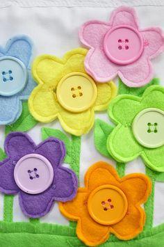 Libro para niños motricidad y juego, página de flores botón con ojal.