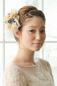 一生に一度っきりの花嫁姿。愛する旦那さんにとびきり可愛く思ってもらいたいあなたはきっと髪型やドレスにすごく悩むことでしょう♩そんなあなたのために少しでも参考になる厳選ウェディングヘアスタイルをお届け。