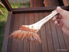 ウッドデッキ作りの最終段階、塗装です。 ハードウッド材であるイタウバに仕上塗装前のサンダーポリッシャによる磨き…