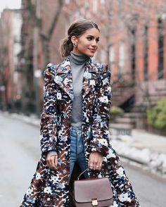 New York fashion week vibes with Camila Coelho, wearing Michael Kors coat. #fashionweek #michaelkors #streetstyle #brazilian #camilacoleho #fabfashionfix