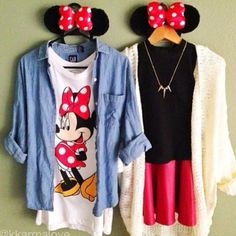 Disney land is coming up and who wouldn't want to look super cute with one of their best friends? Well these outfits are cute and comfortable for a day at the park . Thinking mommy & mini me outfits Disney World Outfits, Disneyland Outfits, Disney Inspired Outfits, Disneyland Paris, Disney Style, Disney Fashion, Disneyland Outfit Summer, Disney Vacation Outfits, Disneyland Vacations
