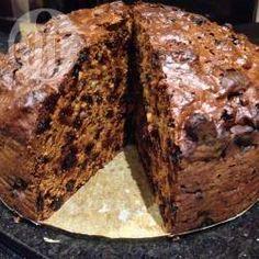Rich dark fruit cake recipe - All recipes UK Healthy Fruit Cake, Dark Fruit Cake Recipe, Christmas Pudding, Christmas Baking, Christmas Cakes, Christmas Goodies, Christmas Desserts, Sweet Recipes, Cake Recipes