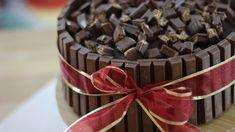 É mais simples do que parece. Na verdade, bolo kit Kat pode ter diversos recheios. Com massa de chocolate…