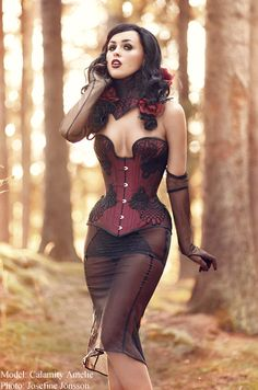 12a729667db Viola Lahger corset Steampunk Fashion