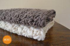 "15 x 21.5"" Newborn pure wool baby layering XXXL super chunky blanket photography posing prop"