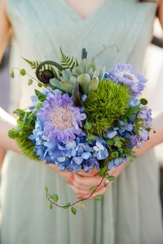 unique wedding bouquet captured by Red Sparrow Photography #bouquet #gardenbouquet #weddingchicks http://redsparrowphoto.com/