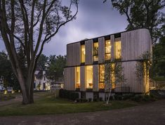 Fold House - Picture gallery Roof Overhang, Timber Roof, Curved Wood, Glass Facades, Construction Process, House On A Hill, Ontario, Exterior, Building