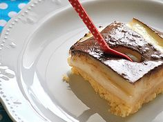 Time for dessert! Kok:Greek dessert w/ cream and chocolate sause. Greek Sweets, Greek Desserts, Party Desserts, Summer Desserts, Pureed Food Recipes, Sweets Recipes, Cake Recipes, Sweets Cake, Cupcake Cakes