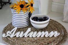 """Für die schönste Jahreszeit.    Schriftzug """" Autumn """"    Für alle die den Herbst lieben, zum verschenken oder sich selbst daran freuen."""