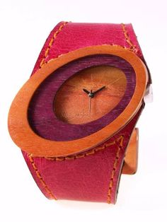 Reloj de pulso en madera, Mujer, marca Maguaco RM010. Maderas: Nazareno y Carreto Guajiro. $170.000 COP